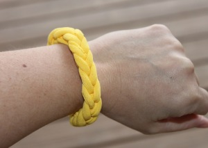 T-shirt bracelet - Step by step instructions